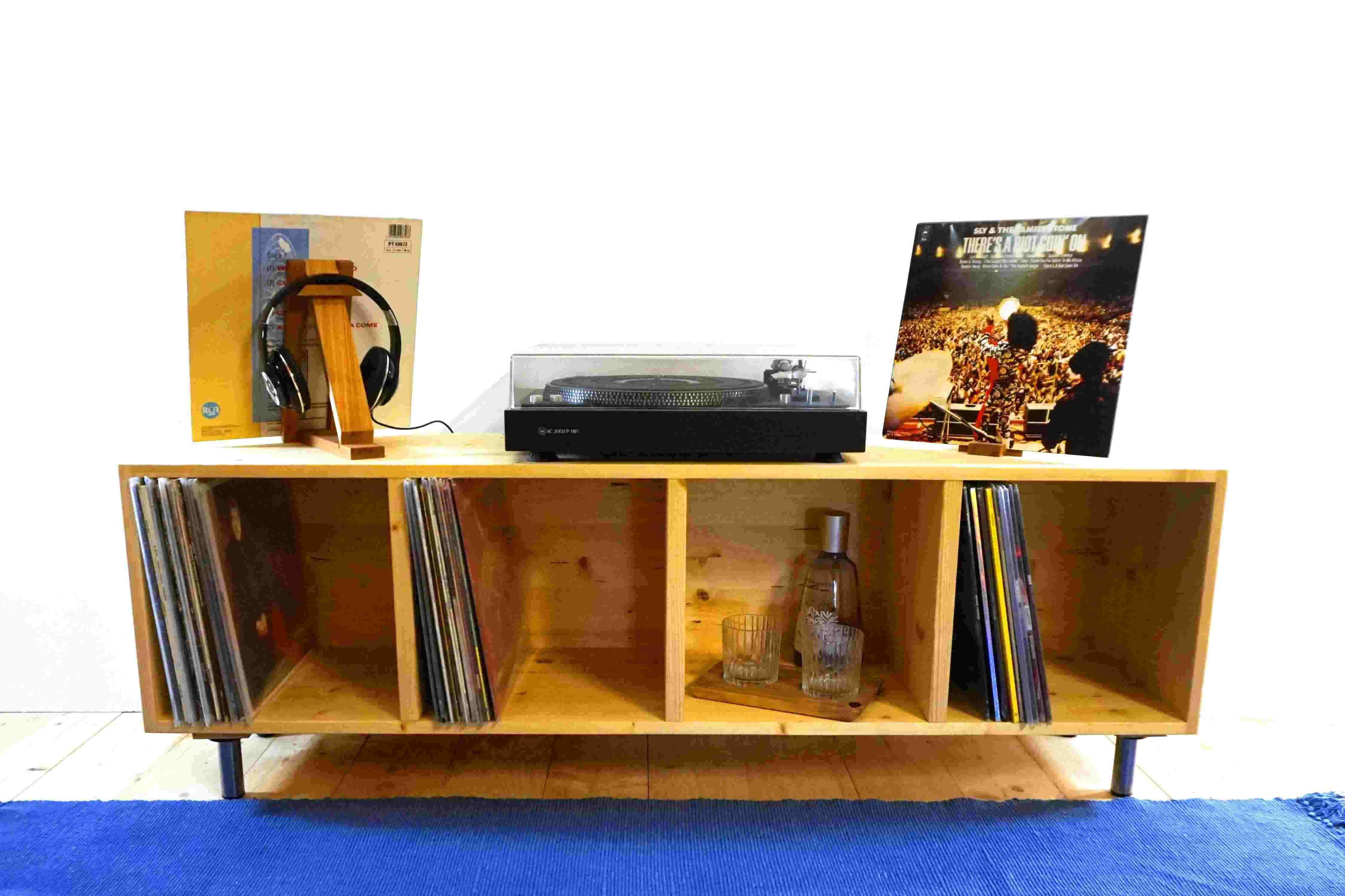 Holzpuristen Schallplatten Tisch